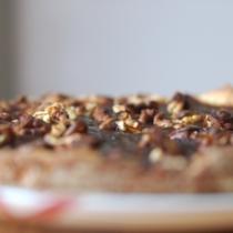 Crostata con marmellata mista e noci