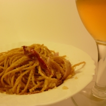 Spaghetti integrali ubriachi alla farina di mandorle