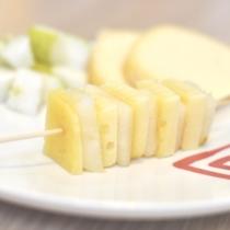 Spiedini pere e formaggio